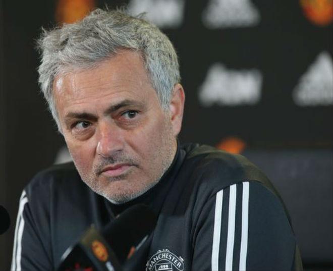 Họp báo MU - Huddersfield: Mourinho đầu hàng Man City, đón tin vui từ Bailly - 1