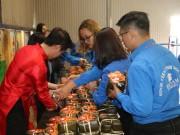 Trường ĐH Đại Nam tặng gần 2000  ' tấm bánh nghĩa tình '  cho người khó khăn