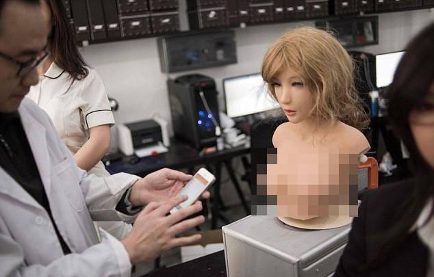 Bên trong nhà máy sản xuất búp bê tình dục giống người ở TQ - 6