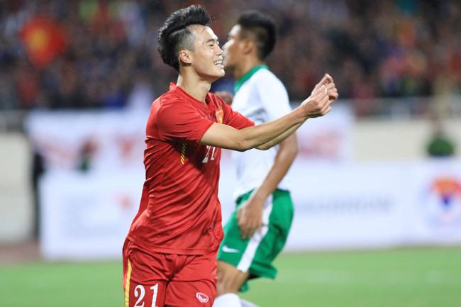 Nguyễn Văn Toàn (chơi ở vị trí tiền đạo) được xem là gương mặt trẻ sáng giá của bóng đá nước nhà.