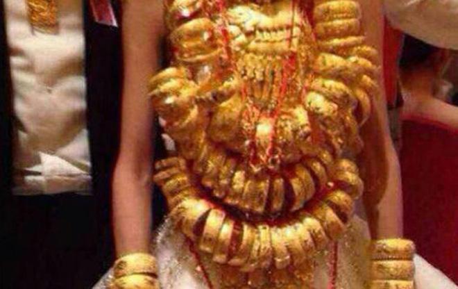 Chị chồng tặng vàng giả trong đám cưới, còn khoe khắp nơi - 2