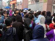 """Tin tức trong ngày - Gặp """"soái ca"""" U23 Việt Nam, ngàn người hâm mộ SG chỉ có thể xem qua màn hình"""