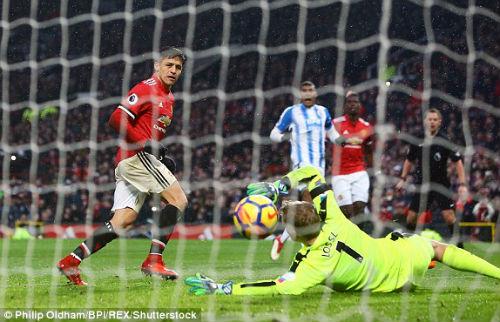 Chi tiết MU - Huddersfield: Thực dụng giữ 3 điểm (KT) - 10