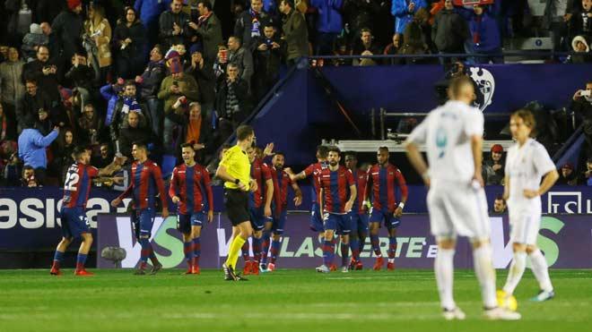 Levante - Real Madrid: Rượt đuổi 4 bàn, sai lầm phút 89 - 2