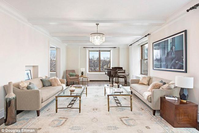 Chủ nhân căn hộ là một diễn viên nổi tiếng. Anh không tiếc tiền chi 16,995 triệu USD để mua căn biệt thự này vào 3 năm trước. Sau đó, gia đình đã chi trả một số tiền lớn để tu tạo dinh thự này theo mong muốn của họ. Tuy nhiên, chủ nhân từ chối cung cấp con số chi tiết.