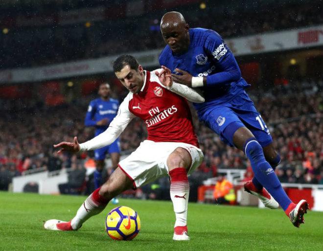 """Arsenal mở hội, Mkhitaryan lập """"hat-trick"""": Wenger hả hê với Mourinho - 1"""