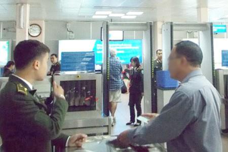Nghi can cướp tài sản bị bắt khi dùng giấy tờ giả đi máy bay - 1