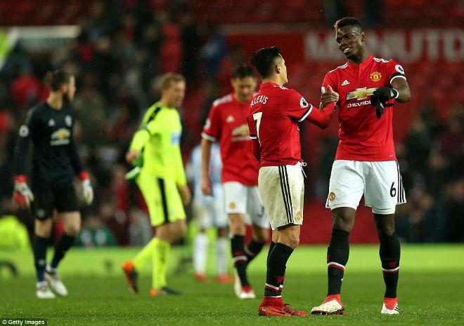 Sanchez thăng hoa, Mourinho xử phũ: Pogba ngoan ngoãn quy hàng - 2