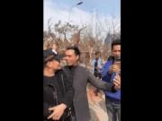 Phản ứng của Xuân Hinh và loạt sao Việt khi bị hôn trộm