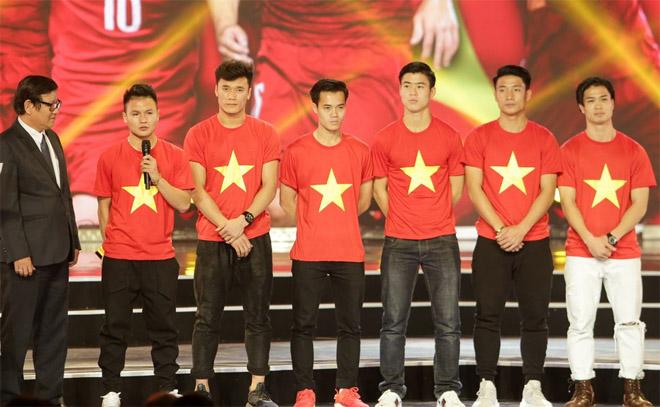 Tóc Tiên hờn giận vì chẳng đặt chụp ảnh với U23 Việt Nam - 2