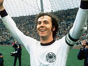 Huyền thoại Beckenbauer 18 tuổi bỏ rơi bạn gái mang bầu: Vết nhơ muôn đời