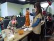 Thánh nữ công sở lấy máy làm tóc nướng thịt kẹp bánh