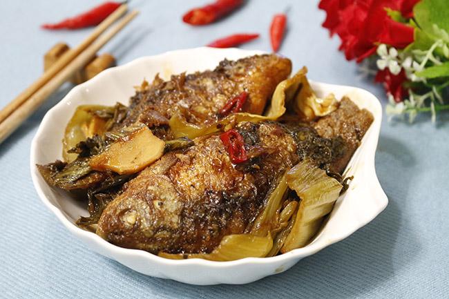 Trời lạnh thế này, ăn cá diếc kho dưa với cơm nóng là tuyệt nhất - 1