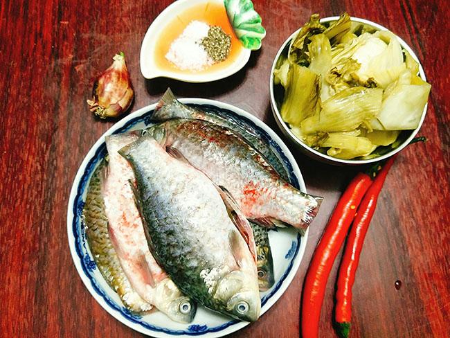 Trời lạnh thế này, ăn cá diếc kho dưa với cơm nóng là tuyệt nhất - 2