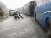 Lào Cai: Mặt đường đóng băng, tắc Quốc lộ 4D