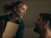 """"""" Chàng Thor """"  kể chuyện đóng cảnh nóng với vợ ngay trên phim trường"""