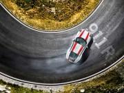 """Porsche 911:  """" Quái thú """"  khó chế ngự với động cơ đặt sau"""