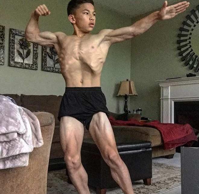 """15 tuổi đã 6 múi, cơ bắp """"nam thần"""" như Ronaldo - 2"""