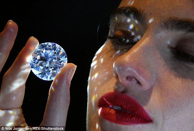 Viên kim cương trắng thuần khiết lớn nhất sắp được đấu giá - 1