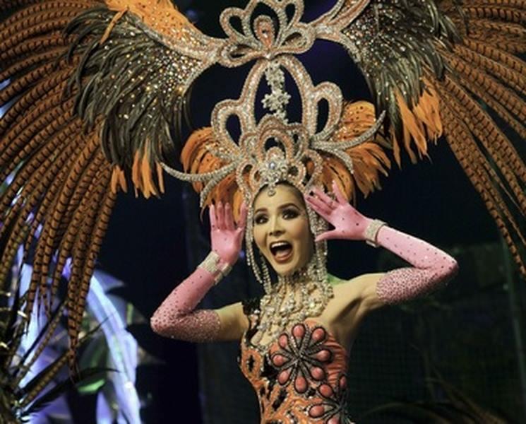 Dân Trung Quốc đổ xô về Thái Lan xem show chuyển giới - 4