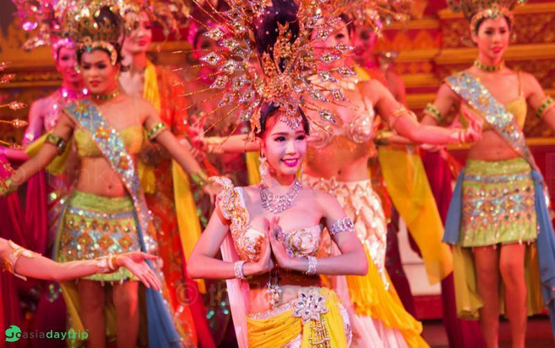 Dân Trung Quốc đổ xô về Thái Lan xem show chuyển giới - 2