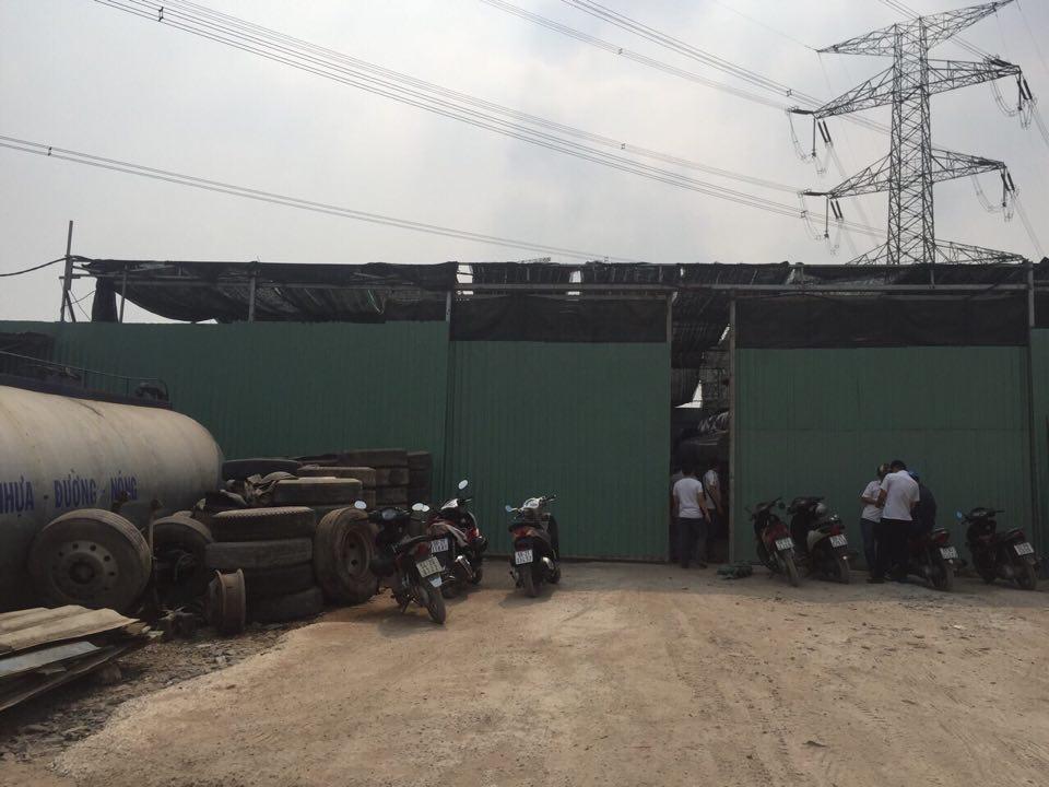Bắt quả tang đường dây rút ruột xăng dầu cực lớn ở TP.HCM - 2