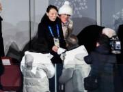 Cái bắt tay lịch sử giữa Tổng thống Hàn Quốc và em gái Kim Jong-un