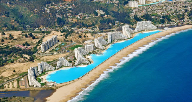 Ngoạn mục bể bơi lớn nhất thế giới ở Chile - 1