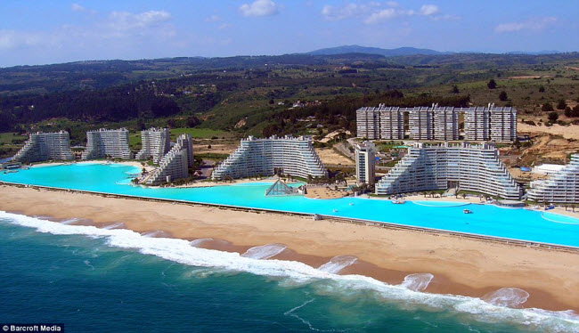 Ngoạn mục bể bơi lớn nhất thế giới ở Chile - 11