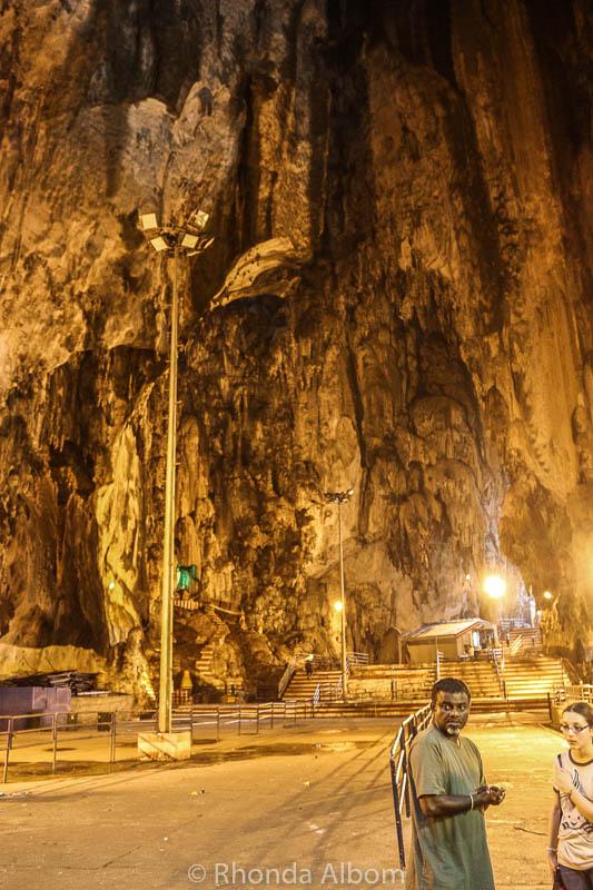 Ngôi đền bí ẩn nằm trong động tại Malaysia - 3