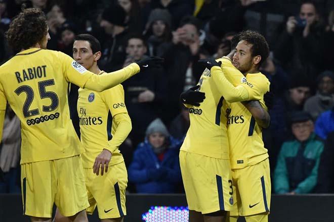 """Neymar chấn thương: """"Run sợ"""" trước Ronaldo, nguy cơ lỡ gặp Real ở C1 - 2"""