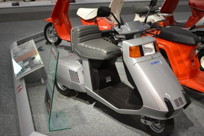 Những mẫu xe máy lạ vô cùng của Honda - 11