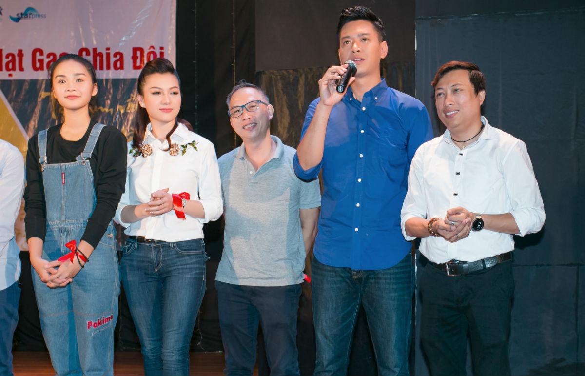 Hoa hậu H'Hen Niê và Hồ Đức Vĩnh làm từ thiện ngày cuối năm - 4