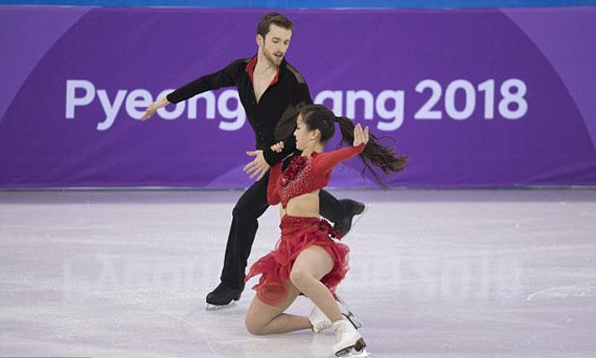 """""""Đỏ mặt"""" Olympic mùa đông 2018: Mỹ nhân đứt cúc áo, """"thả rông"""" thi đấu tiếp - 5"""