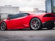 Lamborghini Huracan khác lạ với lớp sơn Rosso Corsa