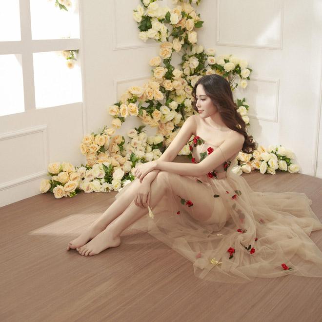 Hoa khôi Nam Em mặc mỏng manh như sương mai đón Tết Mậu Tuất - 1