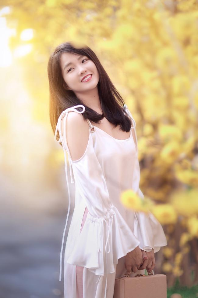 Hot girl Nguyễn Hoàng Kiều Trinh (23 tuổi) cũng nhân dịp này thực hiện bộ ảnh kỷ niệm Tết.
