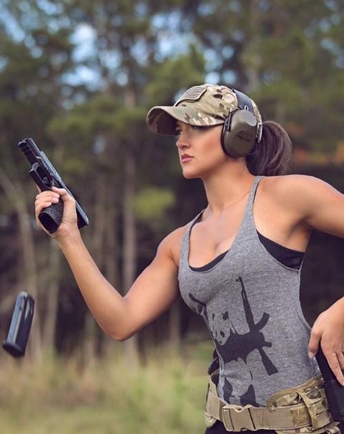 Nàng cựu binh xinh như hoa hậu chỉ mê trai đẹp và...súng! - 10