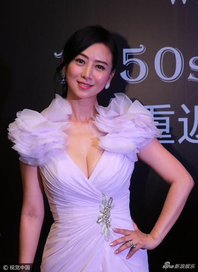 Bất ngờ cuộc sống của Hoa hậu chuyên đóng phim 18+ sau 20 năm - 14