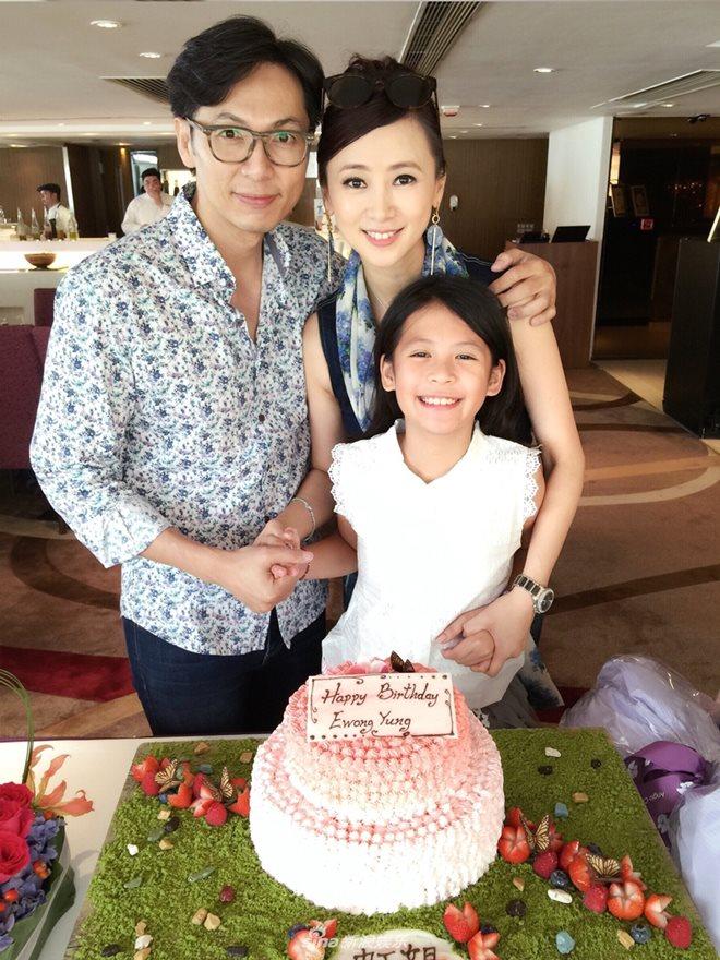 Bất ngờ cuộc sống của Hoa hậu chuyên đóng phim 18+ sau 20 năm - 13