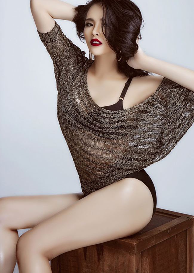 Người đẹp Lại Hương Thảo khéo che vòng hai trong shot hình diện nội y kết hợp áo ren xuyên thấu. Đây cũng là bí quyết che được khuyết điểm với những cô nàng eo không nhỏ nhưng vẫn muốn sexy.