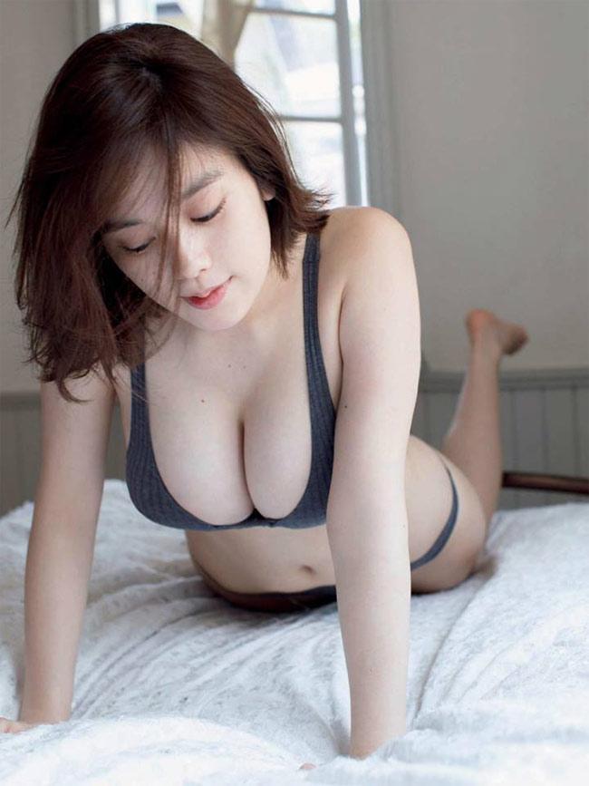 Năm 2013, Kakei Miwako phát hành sách ảnh đầu tiên trong sự nghiệp của riêng mình.