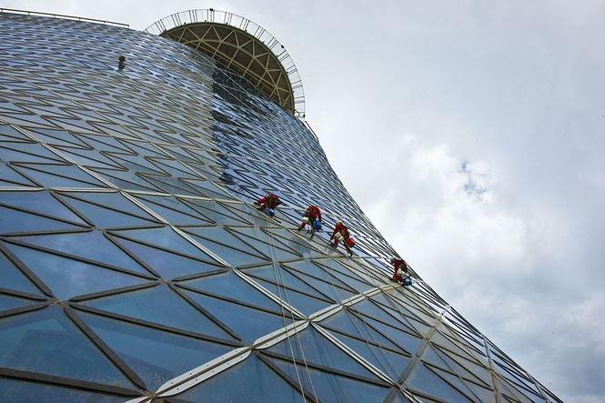 Cận cảnh cao ốc tuyệt mỹ nghiêng gấp 4 lần tháp Pisa - 7