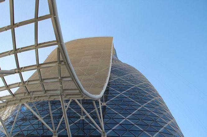 Cận cảnh cao ốc tuyệt mỹ nghiêng gấp 4 lần tháp Pisa - 8