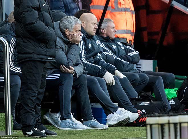 MU đánh mất bản lĩnh: Kém ngược dòng, Mourinho thua xa Sir Alex - 2