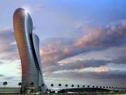 Cận cảnh cao ốc tuyệt mỹ nghiêng gấp 4 lần tháp Pisa