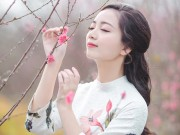 Cô giáo đẹp nhất Hà Nội quyến rũ đến say lòng bên vườn đào xuân