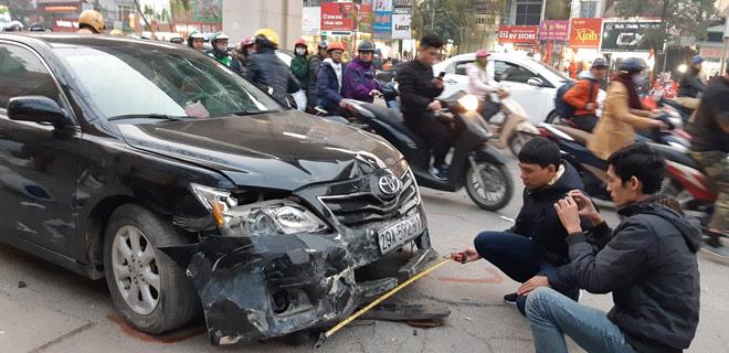"""""""Xe điên"""" gây tai nạn kinh hoàng trên đường Trần Phú chiều 28 Tết - 10"""