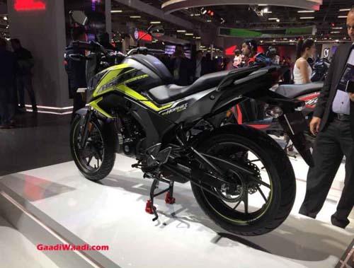 Đối thủ của Yamaha FZ-S ra mắt, nâng cấp thẩm mỹ - 2