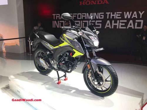 Đối thủ của Yamaha FZ-S ra mắt, nâng cấp thẩm mỹ - 1
